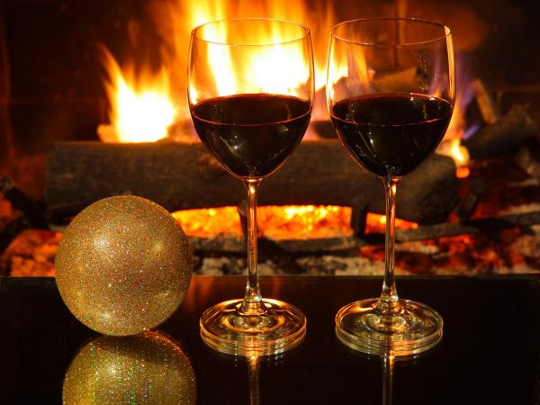 Szeretettel kívánunk békés karácsonyi ünnepeket, és sikeres boldog  új  évet  -  hozzá jó egészséget!