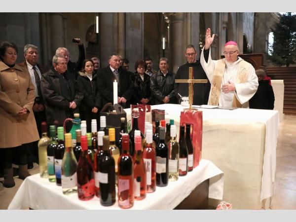 Áldást kaptak a borok és a borászok is Pannonhalmán!